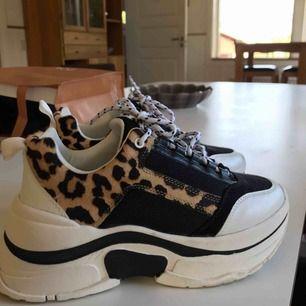 Chunky sneakers från Top Shop, använda ENDAST vid 1 tillfälle.  Orginalpris - 799:-