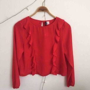 Röd blus från H&M, strl s