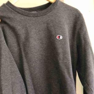 Äkta Champion sweater. Passar dig mellan XS-M skulle jag säga. Köpt för ca 400kr men säljes för 200kr + 30kr frakt (gratis frakt vid snabb affär, kan även gå ner i pris vid snabb affär)💘 ‼️endast swish‼️
