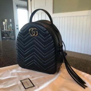Säljer denna kopia av en Gucci Marmont ryggsäck. Super kvalité och man kan inte se någon skillnad mellan denna och originalet! 🌷 Säljer pga använder inte.