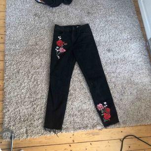 """Jeans från H&M. Skitsnygga!!! Men använder inge. """"Straight leg"""""""