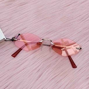 Helt nya rosa solglasögon från Forever 21💕 frakt ingår i priset✨