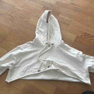 Cream-färgad cropped hoodie !