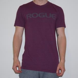 Vinröd tröja från Rogue. Använd få gånger.
