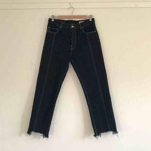 Jeans från asos med kontraststygn. Knappt använda!