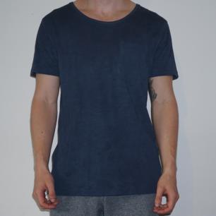 T-shirt från Essentials. Väl använd. Har även bröstficka.