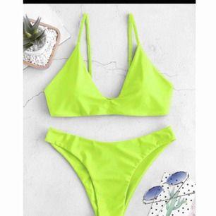 Helt ny bikini som är kvar i förpackningen med lappar och plombering kvar. Strl S. Frakt tillkommer.