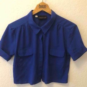 Croppad skjorta från Beyond Retro. Använd en gång. Storlek M. Frakt ingår.