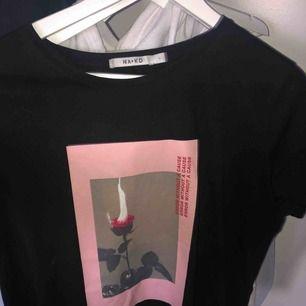T-shirt ifrån nakd 💗 går att använda som overzize också, som ny 💗