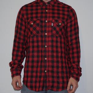 Skjorta från Carlings. Passar som L. Väl använd.
