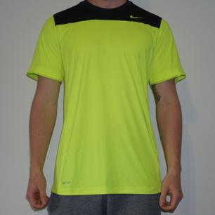 Träningströja från Nike. Knappt använd.