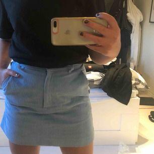 Ljus blå Manchester kjol, använd 1 gång, frakt ingår inte💕