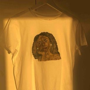 """T-shirt med egenmålat tryck!👼🏼👼🏼 har texten """"my body my choice"""" på ryggen, sitter oversized. Jämnare färg i verkligheten! Oanvänd, går såklart att tvätta!! Snabb affär uppskattas då jag åker utomlands 27/6-8/7😚 (kommer sälja mer målat!<33)"""