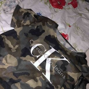 Calvin Klein topp i kamouflage, köpt utomlands