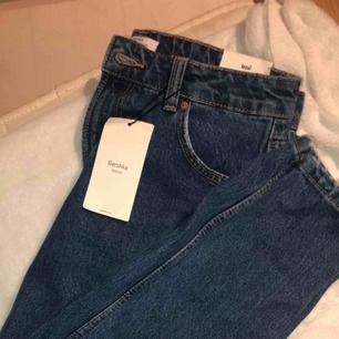 Helt oanvända mom jeans med prislapp kvar💕 Frakt ingår inte