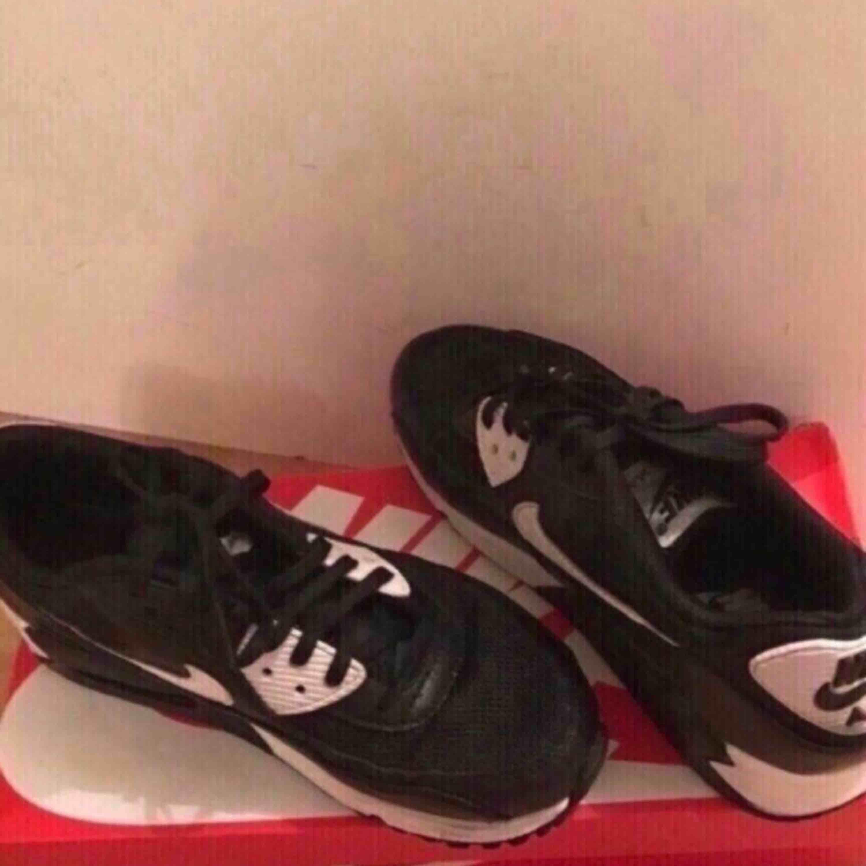 Nike Air Max 90, 22.5 Cm, Stl 36 NYA! Välkomna till Älvsjö / City / skickas. Priset är FAST! OBS! Porto ingår ej i priset! Köparen står för portot!. Skor.