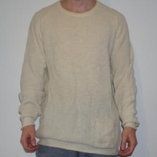 Stickad tröja från Carlings. Väldigt lång passform, sitter mer som en L. Knappt använd.