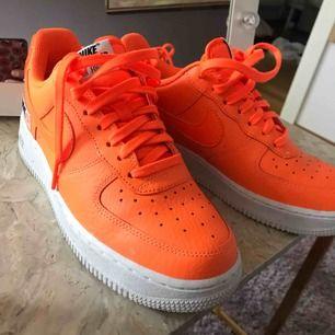 Nike air force 1. 30 års jubileum skor som aldrig kommer till användning. Neon orange färg, så coola.