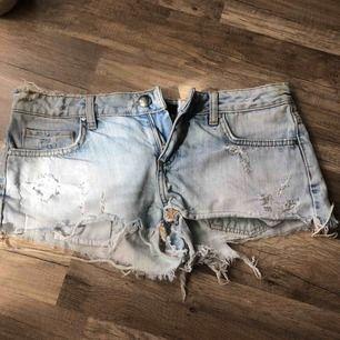50 kr frakt, jeansshorts jättebekväma och i fint skick.