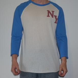 Baseball tröja från Carlings. Passform som M. Väl använd.