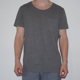 T-Shirt från Essential. Använd fåtal gånger.