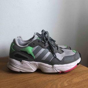 sneakers från adidas, använda 3-5 gånger!