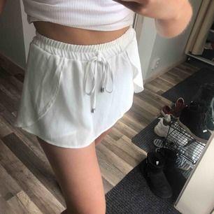 Jättefina shorts som ser ut som en kjol. 🌞 50 kr frakr