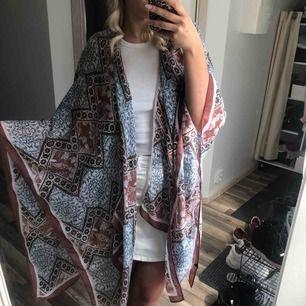 Jättefin kimono i perfekt skick, använd 1-2 gånger. Tunn och mjuk! 30 kr frakt
