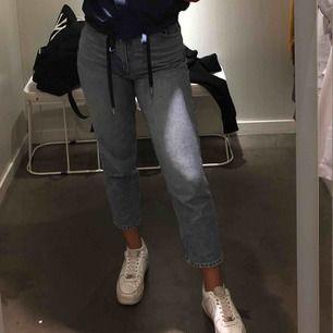 Mom jeans från Monki. Väldigt sköna och i topp skick.