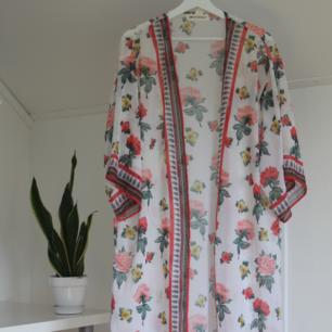 Lång kimono i fint skick!
