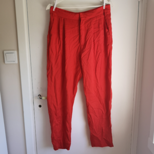 Kostymbyxor från BikBok! Aldrig använda! 🌼 Luftiga och svala men inte genomskinliga.