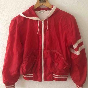 Söt 70-tals jacka köpt på Emmaus för många år sedan. Vintage. Så sjukt fin med jeans eller chinos men jag vet inte när jag kommer använda den igen.