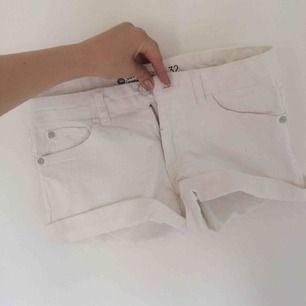 Vita oanvända shorts från Cubus,  frakt kostar extra