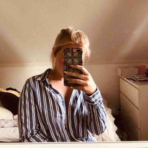 Skjorta blåvit randig