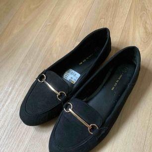 Jättefina skor i storlek 36, inte mycket använda.