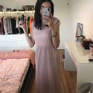 Rosa glittrig klänning! En gång använd!