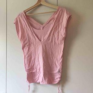 rosa t-shirt från adidas. frakt 9kr.