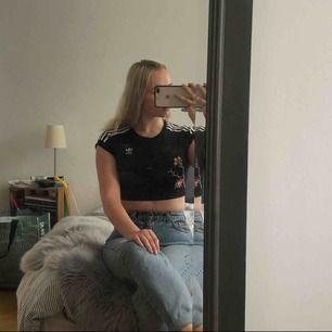 Köpt för 500 kr, fläcken som syns på bild två är pga fel på min kameras blixt. Frakt ingår, kan mötas upp i Norrköping annars.