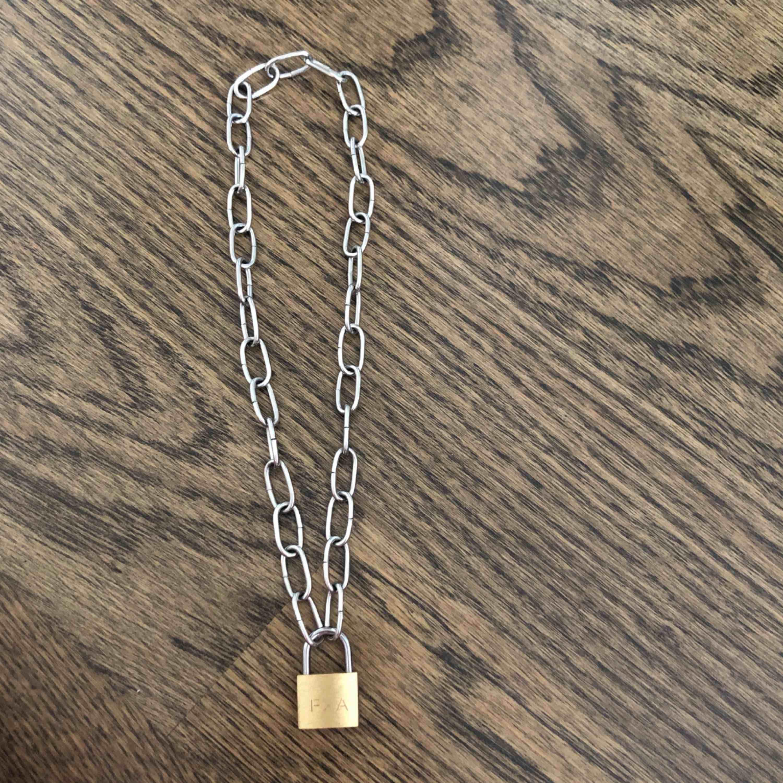Lås halsband med (medföljande) nyckel. 80kr + frakt 💗. Accessoarer.