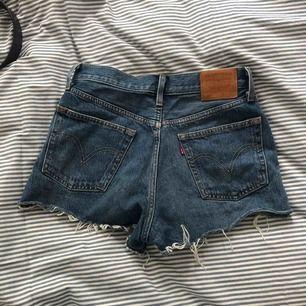 Levis shorts i modell 501, the most iconic one typ. Säljes pga de e för små. Kan fraktas eller mötas upp, pris kan diskuteras.