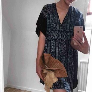 Sån fin strandklänning i supermysigt material, onesize storlek
