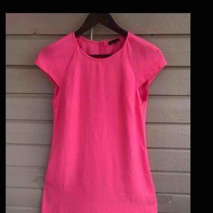Super fin klänning från river island endast använd 1gång,köparen står för frakten :)  passar xs/s/m