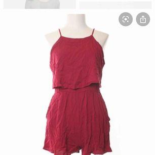 Jätte söt jumpsuit från hm, den är för liten för mig och därav säljs den, fint skick och passar perfa till sommaren