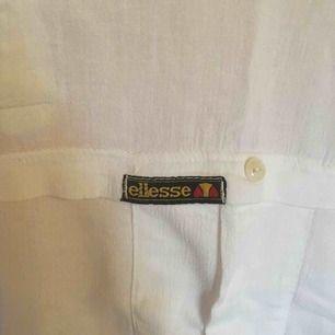 Sval och skön vintaget-shirt från ellesse. Storlek XL men passar även mindre beroende på hur man vill att den ska sitta.