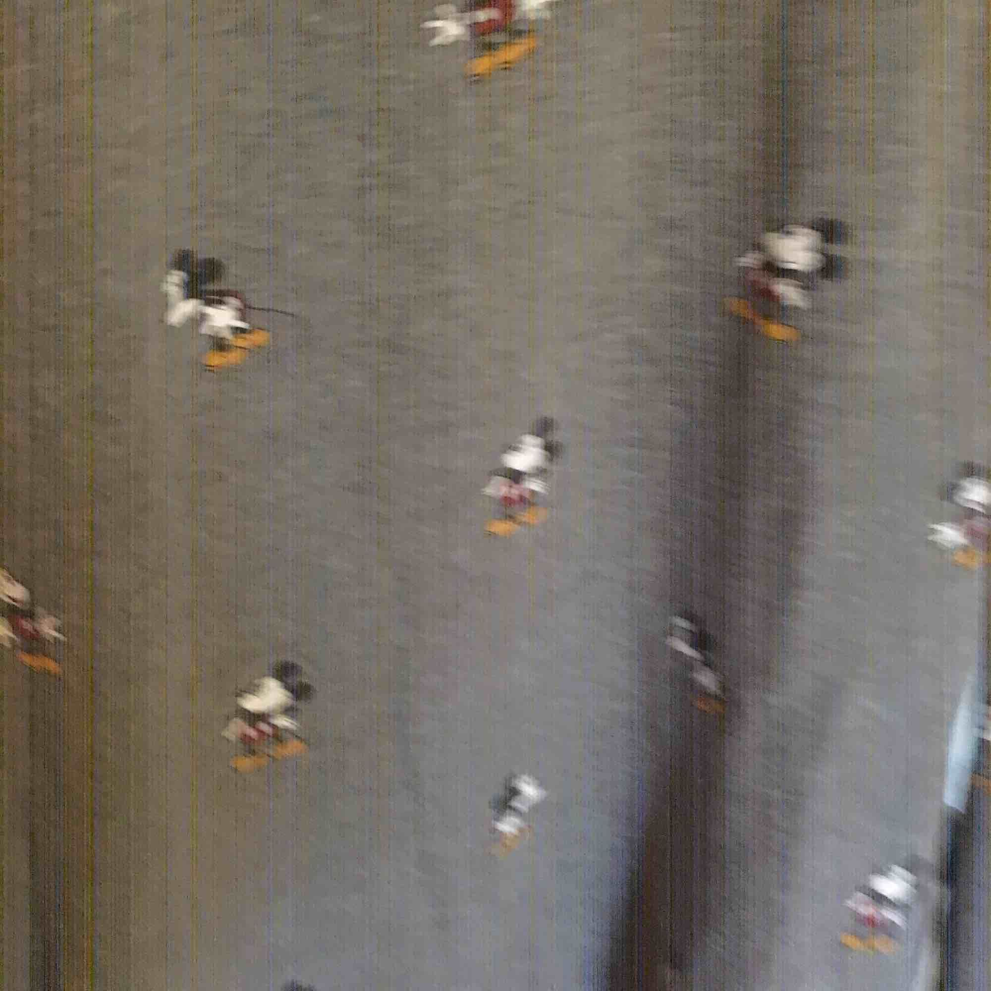 Crewneck från vans x Disney. Använd med bra skick! Så mysig 😍. Huvtröjor & Träningströjor.