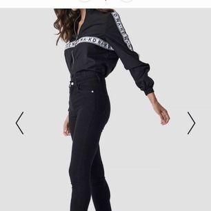 Svarta jeans från NAKD  Lite högmidjade