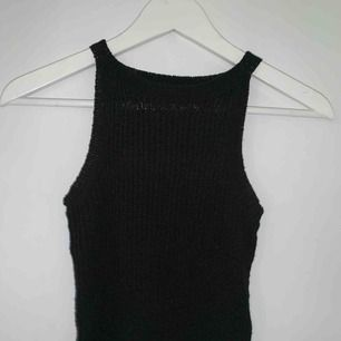 Stickat svart linne. Använt 1 gång.