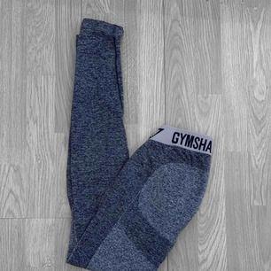 """(UTLAGDA PÅ TRADERA, LÄGG BUD DÄR!) Nya flex leggings från gymshark i storlek S. I färgen """" sapphire blue / light grey """""""