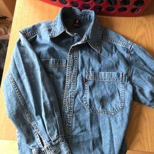 Skitsnygg jeansskjorta från Levis!   Frakt 50kr!