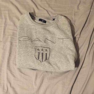 Säljer min gant tröja som inte används, ni står för frakt och den ligger på 40kr💗